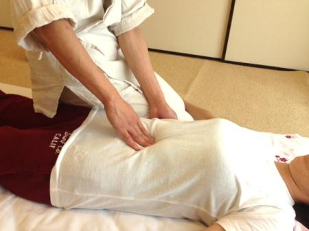 腹部の診断と施術