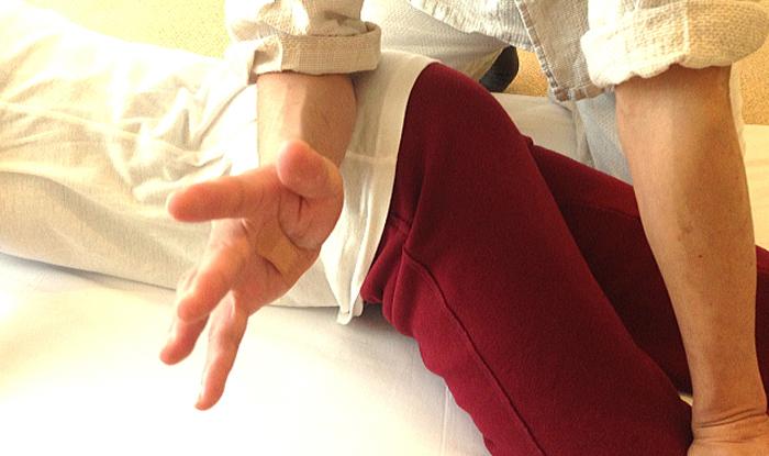 肘での施術