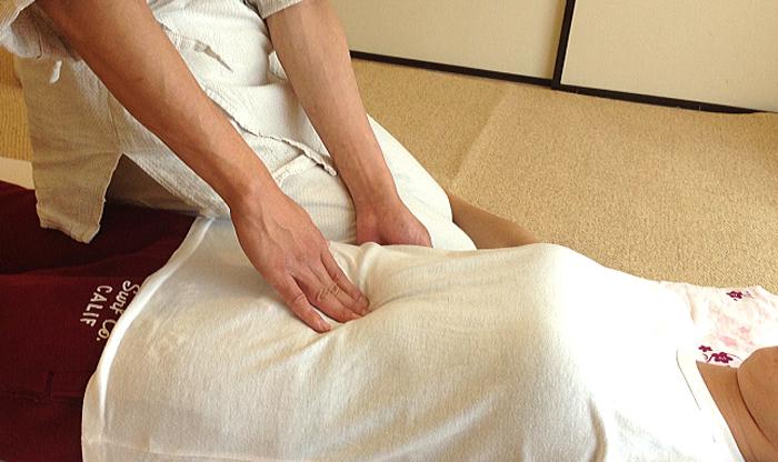 腹部のツボ治療