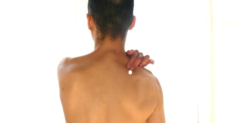 肩甲骨のツボ