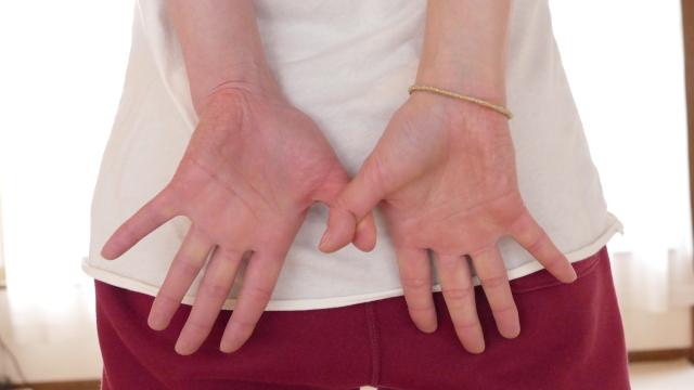 外面のストレッチの指の形