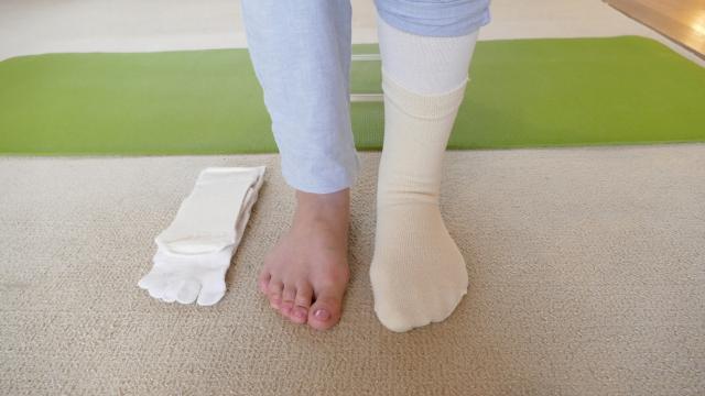 腰痛と絹靴下