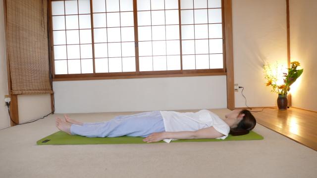 寝起きの腰痛、起き方