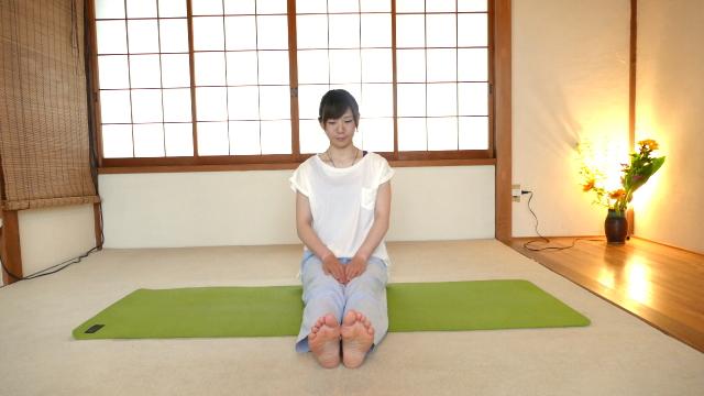 側屈する腰のストレッチ