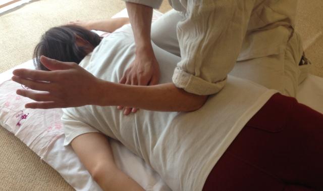 背中が痛いときの治し方
