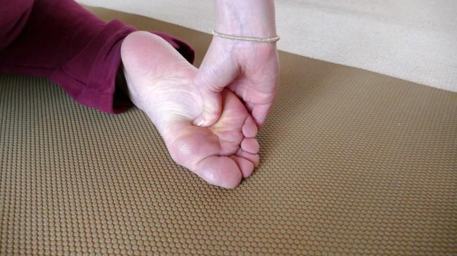 足裏のツボの圧し方
