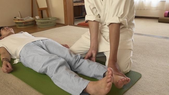 膝での施術