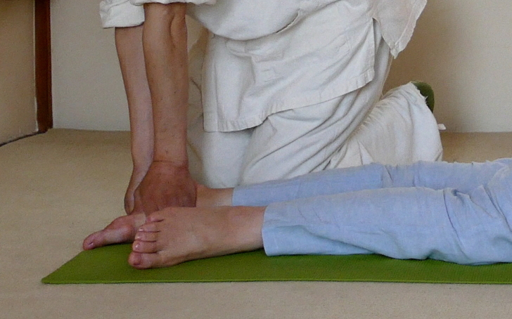 足の裏のツボの圧し方