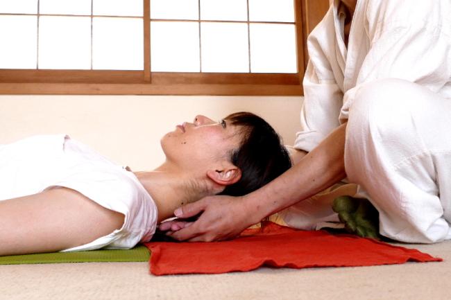 頭蓋仙骨療法の手順