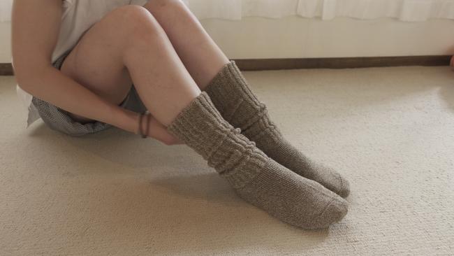更に毛布ソックスを重ね履き。寒いときはこれで冷えとり対策はパーフェクト。