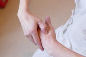 親指の付け根が痛いときのツボ