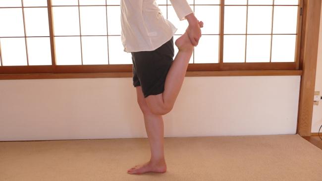 簡単な大腿四頭筋のストレッチ