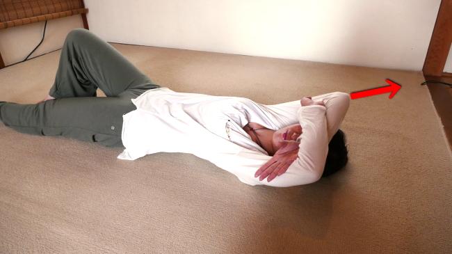 腰部の脊柱起立筋ストレッチ